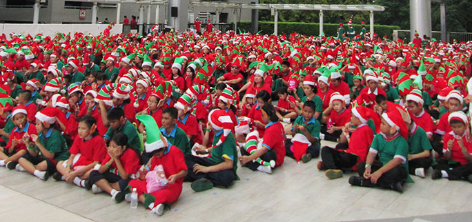 Largest gathering of Santas elves
