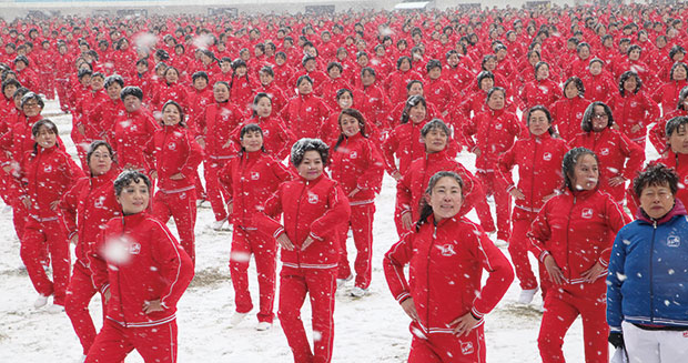Largest line dance performing in snow