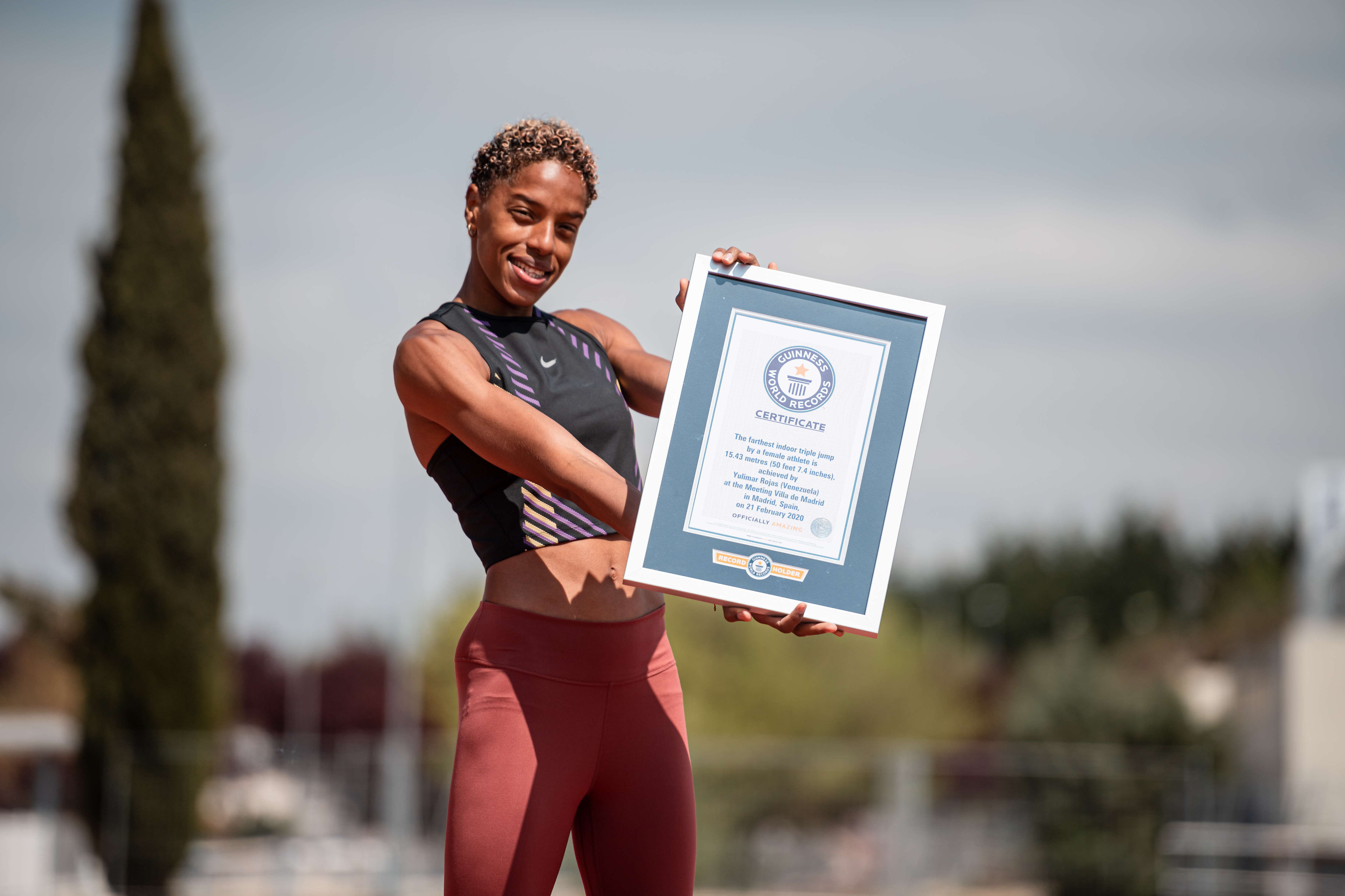 Yulimar Rojas holding GWR certificate