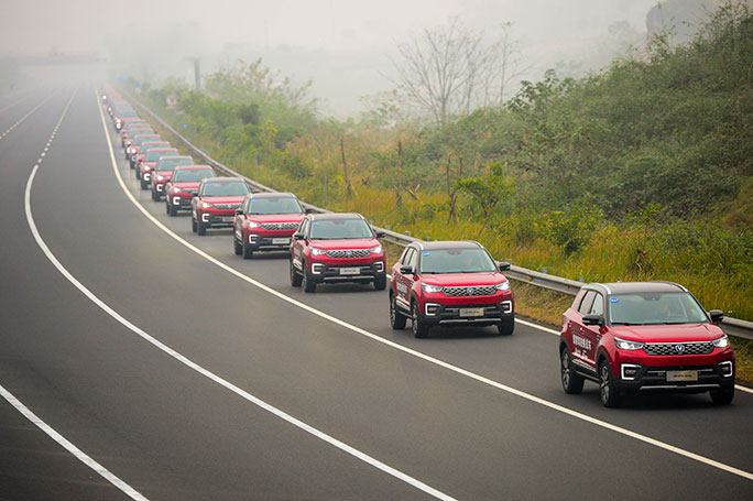 Largest parade of autonomous cars Chongqing test track